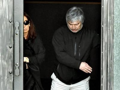 Enemigos íntimos. Lázaro Báez y Cristina Kirchner, saliendo del mausoleo de Néstor. El único vínculo que los unía. Además de los negocios.