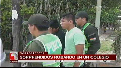 """Sorprenden a dos jóvenes robando en un colegio de la zona de """"Los Pocitos"""""""