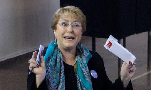 Michelle Bachelet Vota en  Colegio Teresiano Enrique de Osso