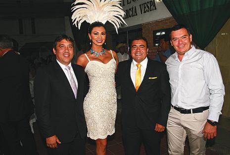 Carlos Arrien, Pamela Justiniano, Alejandro Chileno y Mauricio Vaca Díez llegaron al acto