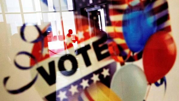 Un cartel llama a votar en Atlanta./ AP