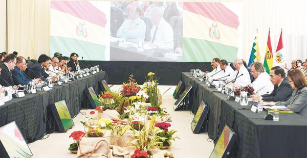 El presidente de Bolivia, Evo Morales, y su par de Perú, Pedro Pablo Kuczynski, firmaron varios acuerdos