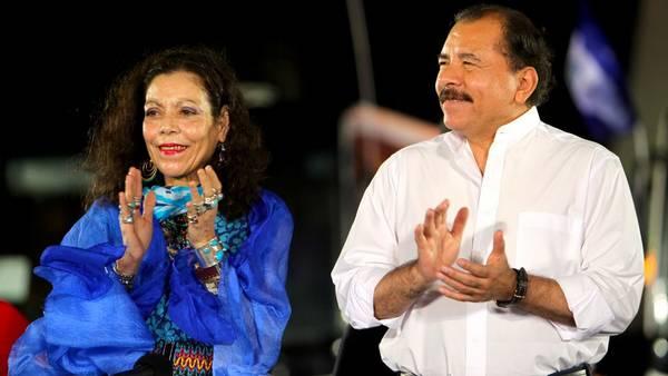 El presidente de Daniel Ortega, junto su esposa, Rosario Murillo, flamante vice, considerada la mujer más poderosa de Nicaragua. / DPA