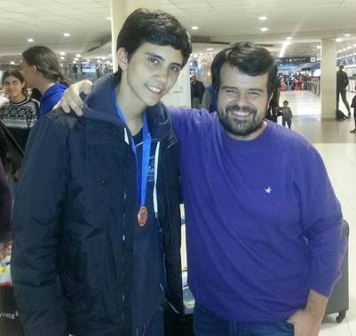 Lucas junto a su maestro, Gabriel Estrany.