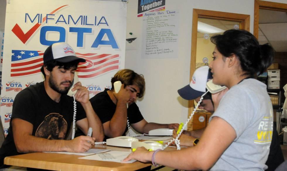 Jóvenes mexicanos se movilizan para las elecciones, en Arizona.