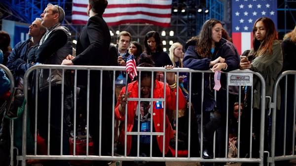 Lágrimas en el bunker de Hillary Clinton. (Win McNamee/Getty Images/AFP)
