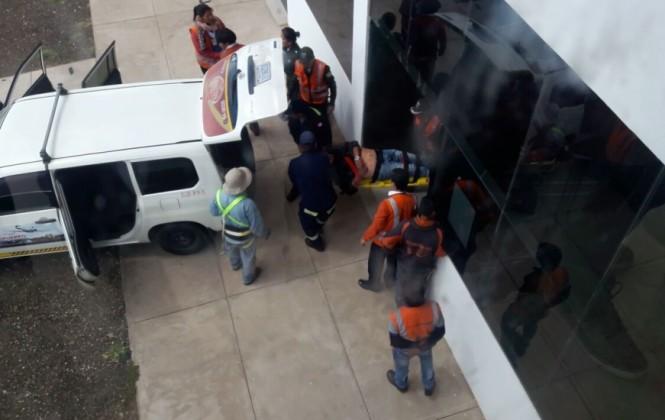 Fallece ingeniero tras caer del techo del aeropuerto de Alcantarí de Sucre