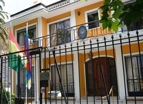 Frontis del consulado de Bolivia en Santiago de Chile.