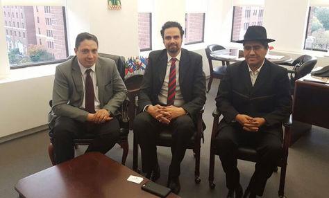 El procurador Héctor Arce, el secretario ejecutivo de la CIDH, Paolo Abrão, y el embajador Diego Pary