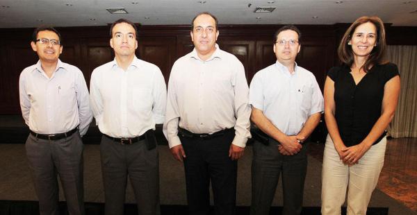 Marcelo Miralles (tercero de la derecha) junto al directorio que lo acompañará en su gestión hasta el 2018