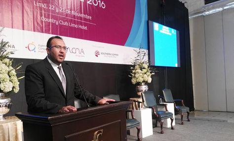 El ministro Milton Claros durante su exposición en el Foro de Inversión Región Tacna 2016.