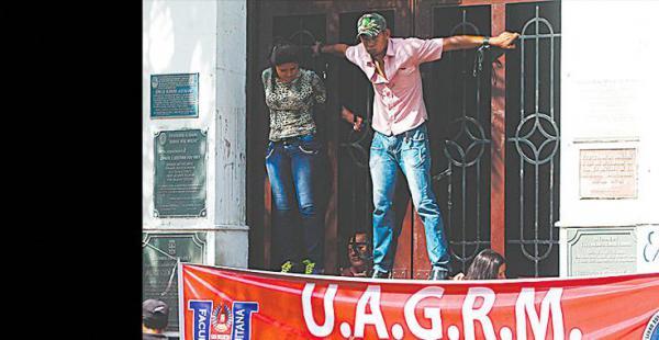 Jóvenes de San Ignacio tomaron el rectorado por unas horas