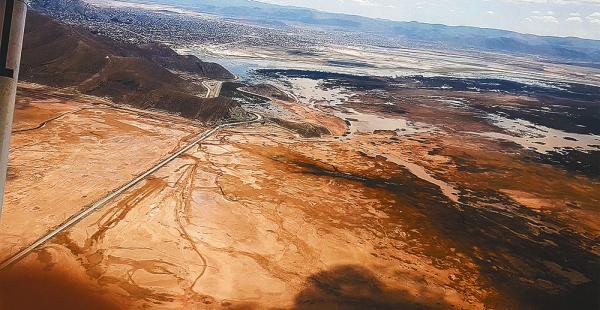 El lago Uru Uru, considerado el  tercero en importancia en el país, desapareció, como el Poopó