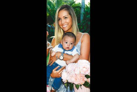 Nicole Pulino con su segundo hijo, Emiliano Saucedo