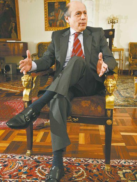 Entrevista. El embajador Chimoy recibió a LaRazón en instalaciones de la legación peruana en LaPaz.