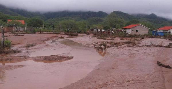 En Lagunillas las lluvias provocaron el desborde de un río