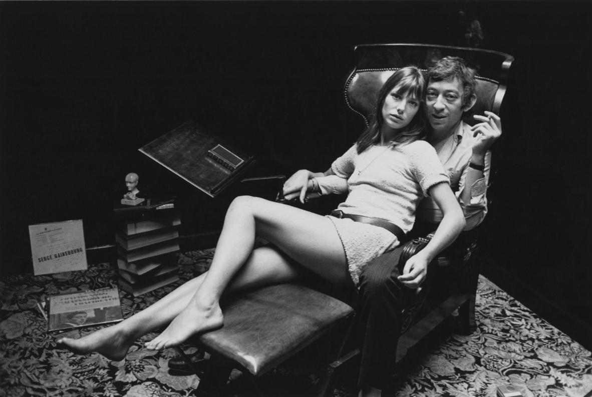 Serge Gainsbourg y Jane Birkin, en su casa de París.
