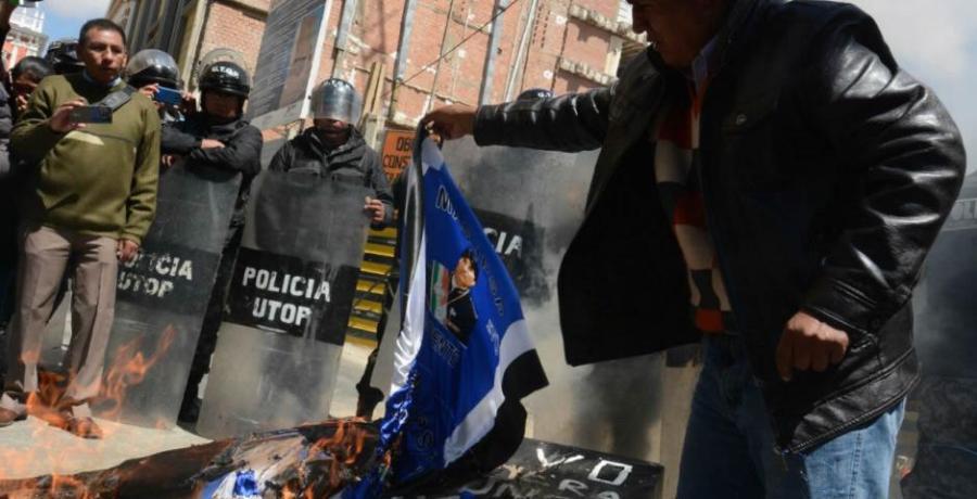 Protesta contra una posible relección de Evo Morales