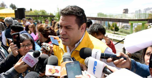 La autoridad municipal criticó la difusión de la producción gubernamental pagada con fondos del Estado.