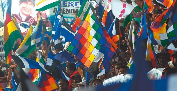 Se estima que unas 5.000 personas asistieron a la apertura del congreso nacional del MAS, en Montero