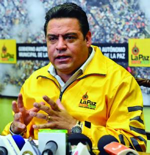 """Revilla califica de """"mentira burda"""" las afirmaciones de Silva sobre muerte de obrera"""