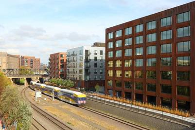 MADERA. El volumen del edificio es simple y se asemeja a las construcciones vecinas (Fotos Ema Peter).