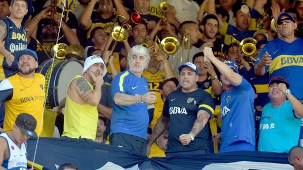 Di Zeo, junto con su socio Mauro Martín, el 30 de octubre pasado cuando Boca recibió a Temperley. Ante Colón no podrá estar en La Bonbonera. (Federico López Claro)