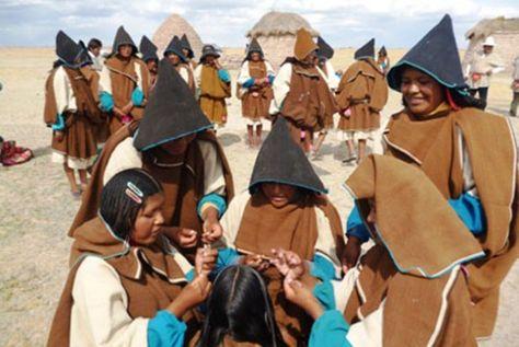 Un grupo de mujeres de la nación Uru. Foto: apcbolivia