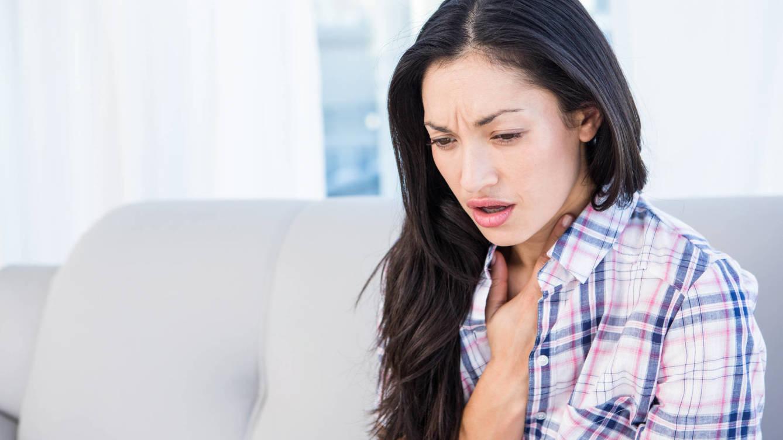 Foto: El dolor en el pecho o el cansancio extremo son habituales. (iStock)