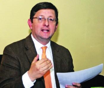 Ortiz denuncia irregularidades en contratación de tres equipos de perforación para YPFB