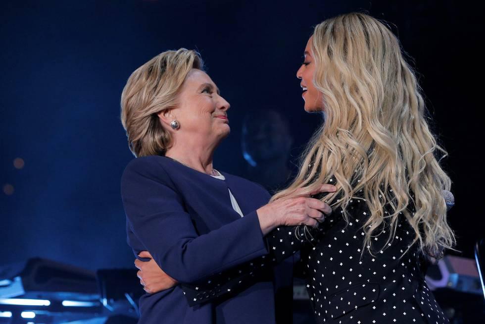 Hillary Clinton y Beyoncé en un acto de campaña de la demócrata el 4 de noviembre de 2016.