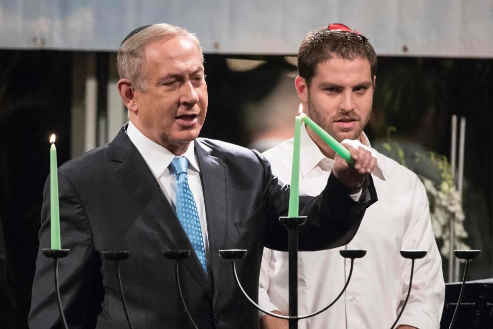 Netanyahu enciende una vela del candelabro de la fiesta de Januká