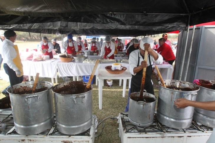 La comida fue muy importante en el evento local convertido en fenómeno mundial (EFE)