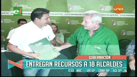 Regalías: Gobernación cruceña entrega recursos a los alcaldes