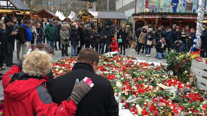 Berlin Breitscheidplatz Wiedereröffnung Weihnachtsmarkt (DW/F. Hofmann)