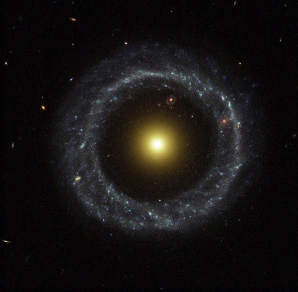 galaxia de Hoag