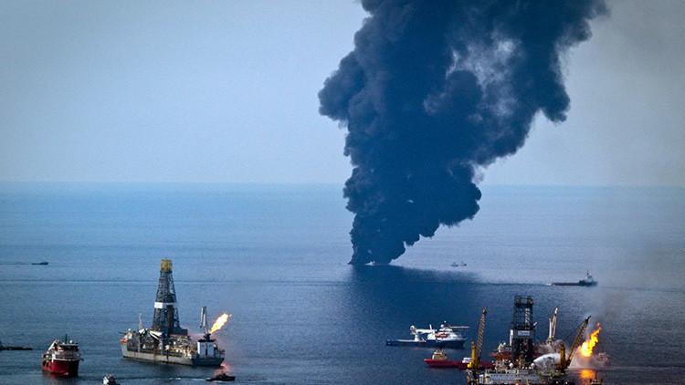 Se registra un incendio en una plataforma petrolera en el golfo de México