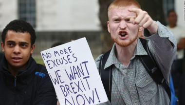 Muchos británicos desean que el Brexit se produzca lo más rápido posible.