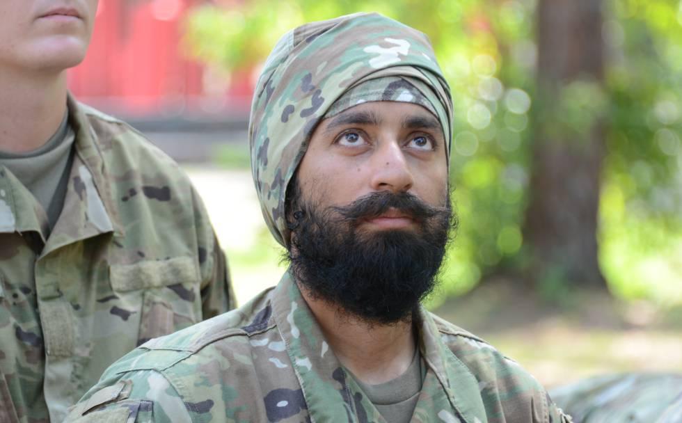Un soldado estadounidense con barba y turbante.