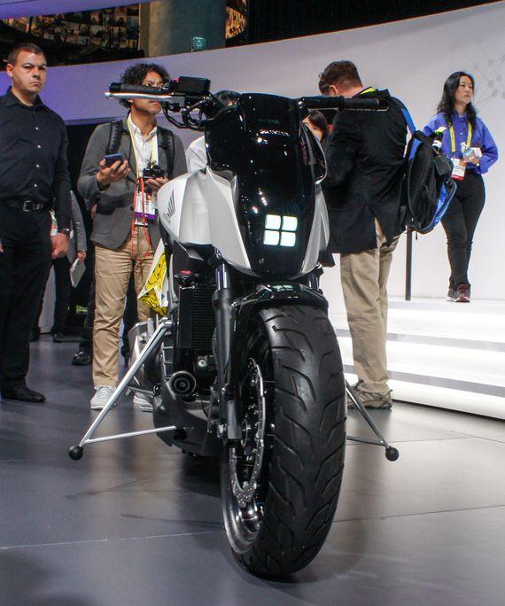 Moto de Honda que se autobalancea