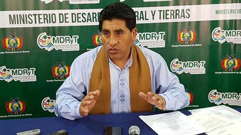El ministro César Cocarico en conferencia de prensa