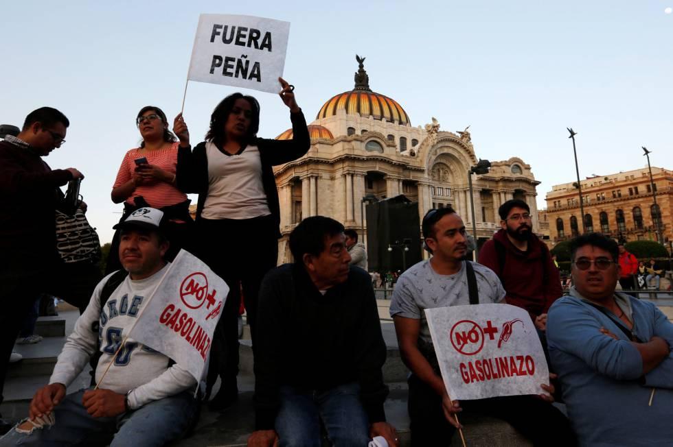 Un grupo de manifestantes en contra del gasolinazo.