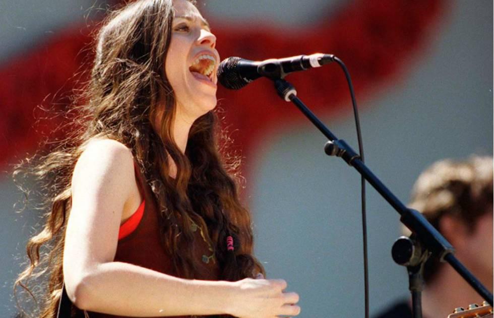 La cantante Alanis Morissette, durante una actuación.