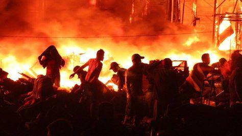 Voraz incendio en el mercado municipal de Riberalta.