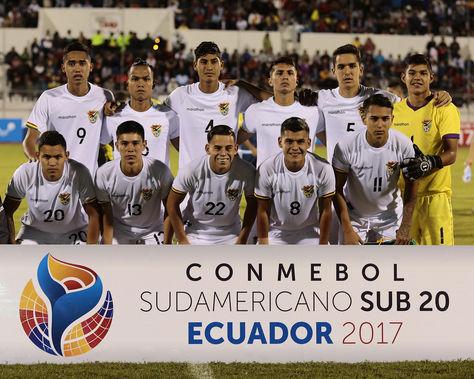 La selección boliviana que interviene en el Sudamericano Sub-20 de Ecuador. Foto: EFE
