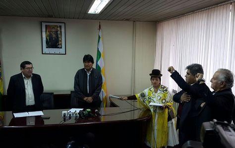El presidente Morales en la posesión de nuevas autoridades este viernes. Foto: Ángel Guarachi