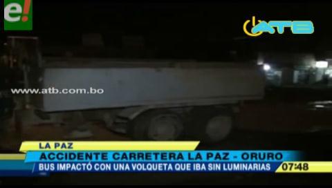 Bus chocó contra una volqueta y dejó 3 heridos