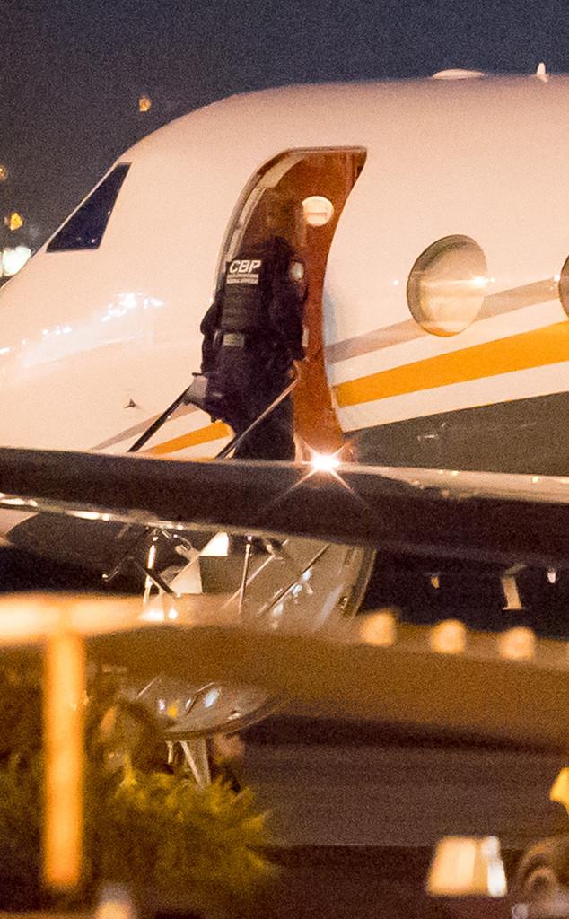Kim Kardashian, Khloe Kardashian, Kylie Jenner, Kris Jenner, Plane, US Customs and Border Patrol Agent