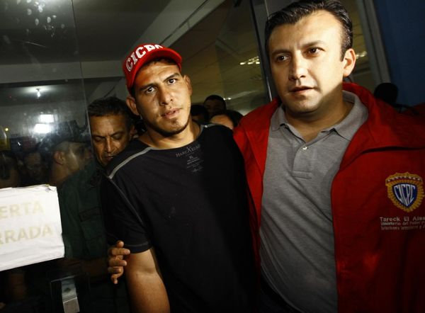 El Aissami fue ministro del Interior de Venezuela y en 2011 supervisó el rescate del beisbolista Wilson Ramose, quien había sido secuestrado (AP)