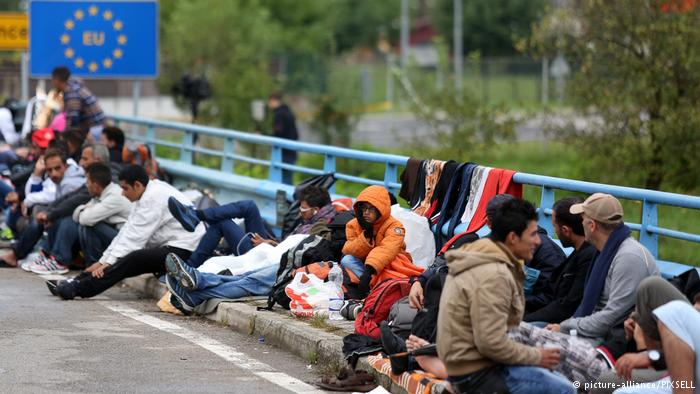 Flüchtlinge am kroatisch-slowenischen Grenzübergang Harmica Rigonce (picture-alliance/PIXSELL)
